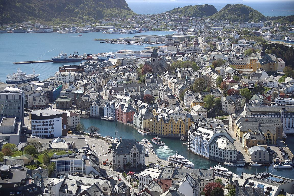 alesund-norway-3577392_1920-2-1.jpg