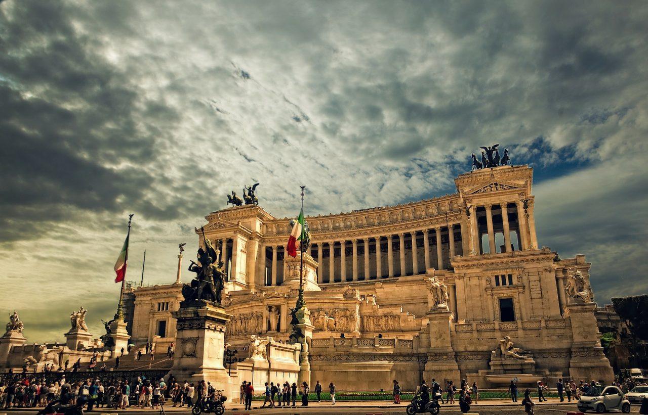 vittorio-emanuele-monument-298412_1920-1280x821.jpg